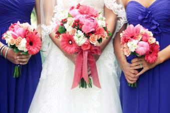 https://cf.ltkcdn.net/weddings/images/slide/245596-850x566-Gerbera-Daisy-Bouquet.jpg
