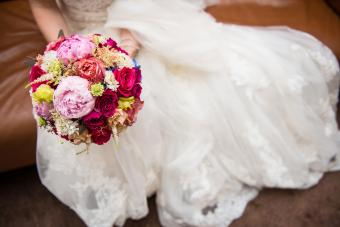 https://cf.ltkcdn.net/weddings/images/slide/245598-850x567-peony-and-rose-bouquet.jpg