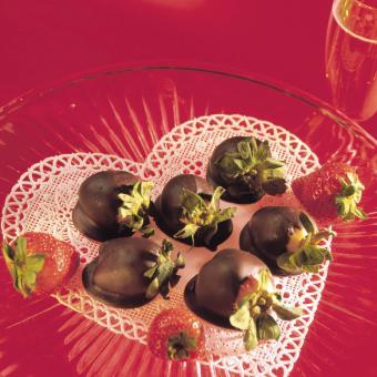 https://cf.ltkcdn.net/weddings/images/slide/249234-850x850-8-valentines-day-wedding-centerpieces.jpg