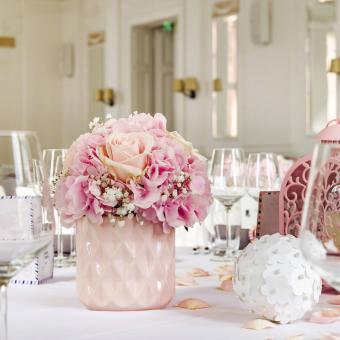 https://cf.ltkcdn.net/weddings/images/slide/249236-850x850-9-valentines-day-wedding-centerpieces.jpg