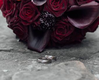 https://cf.ltkcdn.net/weddings/images/slide/249419-850x691-2-fall-wedding-bouquet-ideas.jpg