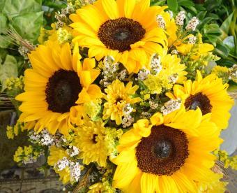 https://cf.ltkcdn.net/weddings/images/slide/249420-850x691-3-fall-wedding-bouquet-ideas.jpg