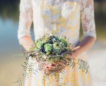 https://cf.ltkcdn.net/weddings/images/slide/249421-850x691-4-fall-wedding-bouquet-ideas.jpg