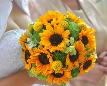 https://cf.ltkcdn.net/weddings/images/slide/249422-850x691-6-fall-wedding-bouquet-ideas.jpg