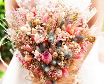 https://cf.ltkcdn.net/weddings/images/slide/249423-850x691-7-fall-wedding-bouquet-ideas.jpg