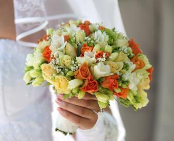 https://cf.ltkcdn.net/weddings/images/slide/249424-850x691-8-fall-wedding-bouquet-ideas.jpg