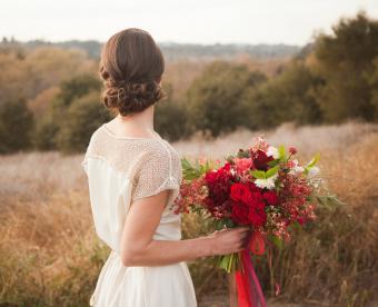 https://cf.ltkcdn.net/weddings/images/slide/249425-850x691-9-fall-wedding-bouquet-ideas.jpg
