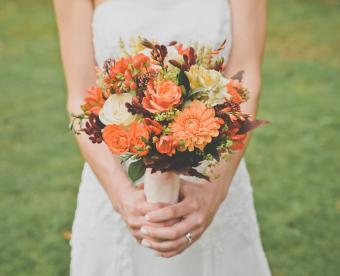 https://cf.ltkcdn.net/weddings/images/slide/249426-850x691-10-fall-wedding-bouquet-ideas.jpg