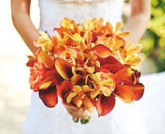https://cf.ltkcdn.net/weddings/images/slide/249428-850x691-12-fall-wedding-bouquet-ideas.jpg