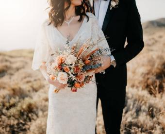 https://cf.ltkcdn.net/weddings/images/slide/249429-850x691-13-fall-wedding-bouquet-ideas.jpg