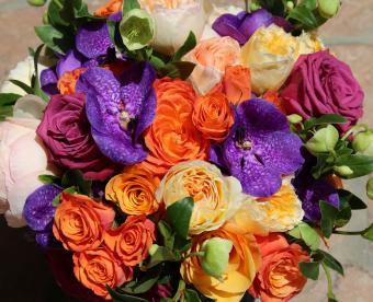 https://cf.ltkcdn.net/weddings/images/slide/249430-850x691-14-fall-wedding-bouquet-ideas.jpg