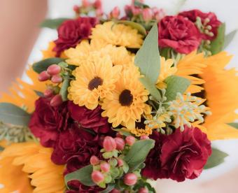 https://cf.ltkcdn.net/weddings/images/slide/249431-850x691-15-fall-wedding-bouquet-ideas.jpg