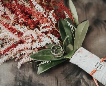 https://cf.ltkcdn.net/weddings/images/slide/249432-850x691-16-fall-wedding-bouquet-ideas.jpg