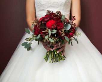 https://cf.ltkcdn.net/weddings/images/slide/249433-850x691-17-fall-wedding-bouquet-ideas.jpg
