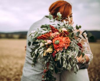 https://cf.ltkcdn.net/weddings/images/slide/249434-850x691-18-fall-wedding-bouquet-ideas.jpg