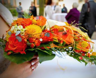https://cf.ltkcdn.net/weddings/images/slide/249436-850x691-20-fall-wedding-bouquet-ideas.jpg