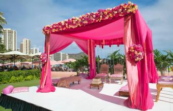 Pink decorations at Hindi wedding