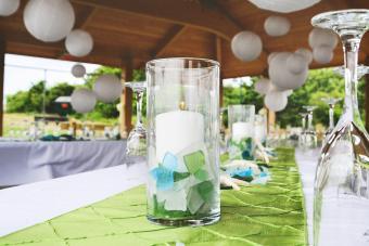 https://cf.ltkcdn.net/weddings/images/slide/249472-1200x800-candle-centerpiece.jpg