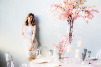 https://cf.ltkcdn.net/weddings/images/slide/249612-1199x800-girl-and-flowers.jpg