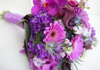 https://cf.ltkcdn.net/weddings/images/slide/250752-850x595-5_bouquet_purple.jpg