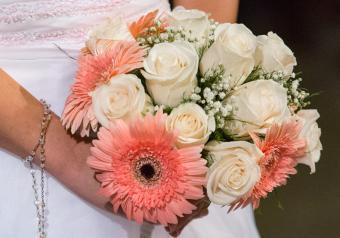 https://cf.ltkcdn.net/weddings/images/slide/250753-850x595-6_bouquet_pink.jpg