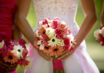 https://cf.ltkcdn.net/weddings/images/slide/250754-850x595-7_bouquet_pink_whit_coral.jpg