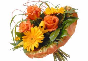 https://cf.ltkcdn.net/weddings/images/slide/250759-850x595-12_bouquet_yellow_coral.jpg