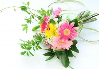 https://cf.ltkcdn.net/weddings/images/slide/250760-850x595-13_simple_bouquet.jpg