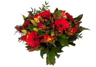 https://cf.ltkcdn.net/weddings/images/slide/250761-850x595-14_bouquet_reds.jpg