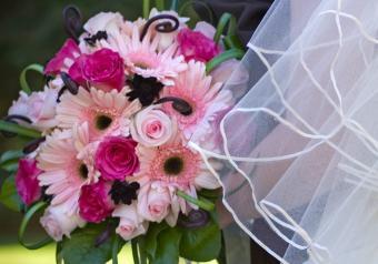 https://cf.ltkcdn.net/weddings/images/slide/250762-850x595-15_bouquet_pale_pink.jpg