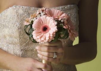 https://cf.ltkcdn.net/weddings/images/slide/250764-850x595-17_Powder_Pink_bouquet.jpg