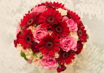 https://cf.ltkcdn.net/weddings/images/slide/250768-850x595-21_bouquet_burgundy_pink.jpg