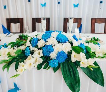 https://cf.ltkcdn.net/weddings/images/slide/251194-850x744-1-pictures-head-table-decorations.jpg