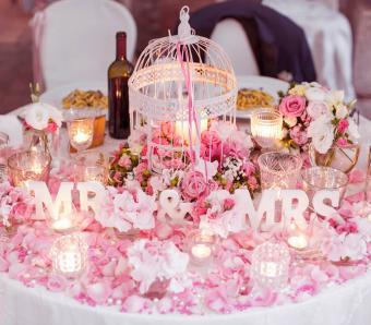 https://cf.ltkcdn.net/weddings/images/slide/251195-850x744-2-pictures-head-table-decorations.jpg