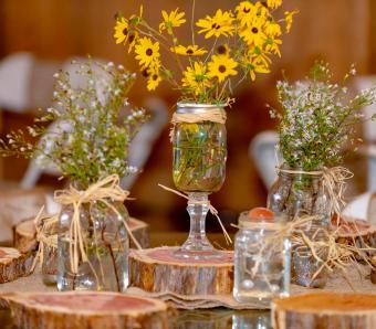 https://cf.ltkcdn.net/weddings/images/slide/251197-850x744-4-pictures-head-table-decorations.jpg