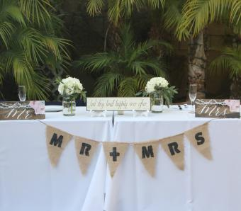 https://cf.ltkcdn.net/weddings/images/slide/251199-850x744-6-pictures-head-table-decorations.jpg