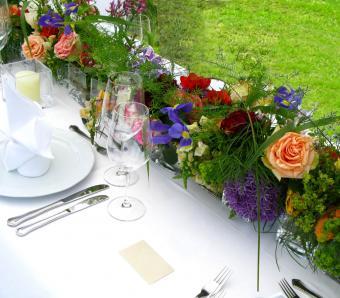 https://cf.ltkcdn.net/weddings/images/slide/251200-850x744-7-pictures-head-table-decorations.jpg