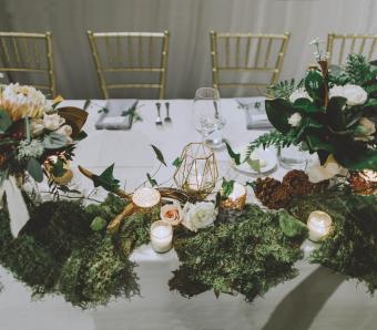 https://cf.ltkcdn.net/weddings/images/slide/251201-850x744-8-pictures-head-table-decorations.jpg
