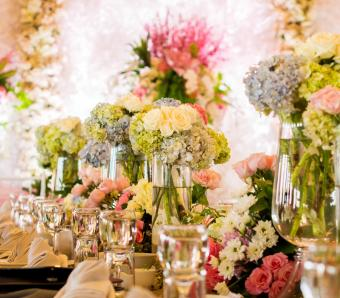 https://cf.ltkcdn.net/weddings/images/slide/251205-850x744-12-pictures-head-table-decorations.jpg