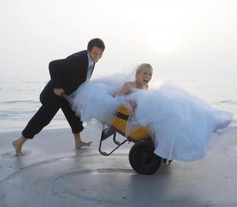https://cf.ltkcdn.net/weddings/images/slide/254075-850x744-3-crazy-wedding-pictures.jpg