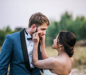 https://cf.ltkcdn.net/weddings/images/slide/254078-850x744-6-crazy-wedding-pictures.jpg