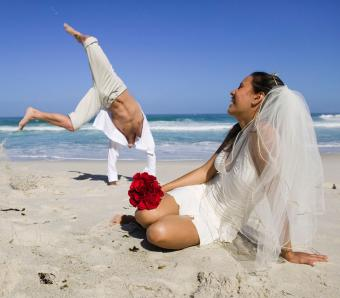 https://cf.ltkcdn.net/weddings/images/slide/254084-850x744-12-crazy-wedding-pictures.jpg