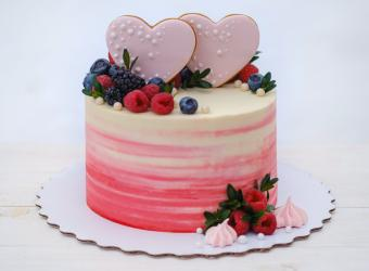 Valentine wedding cake with cookie hearts and berries