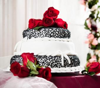 https://cf.ltkcdn.net/weddings/images/slide/266401-850x744-floaral-toppers.jpg