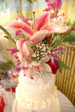 Exotic wedding cake with Stargazer lilies
