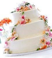Simple Wedding Cakes With Fresh Flowers By Melissa Mayntz Cascade Are Por
