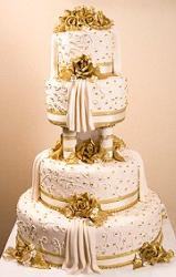 Luxury wedding cake with gold roses and details