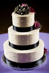 Classy black and white wedding cake