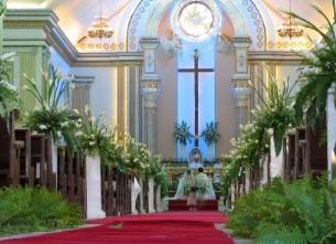 Tips for church wedding decorations church decorated with beautiful greenery for a wedding junglespirit Images
