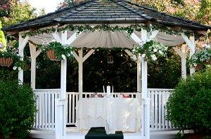Gazebo wedding decorations lovetoknow for Outdoor wedding gazebo decorating ideas